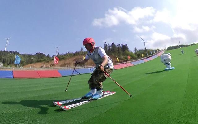 网红滑道滑雪图